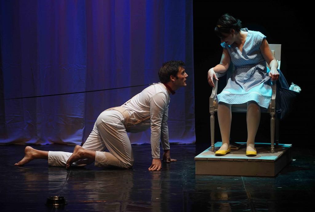 Antonio Monsellato e Dalila Cozzolino in un momento di «The speaking machine» (la foto è di Angelo Maggio)