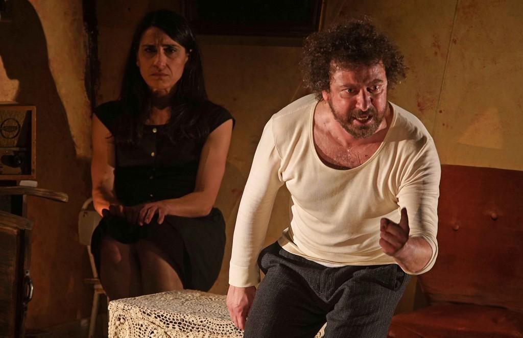 Maria Rosaria Ponzetta e Michele Cipriani in un momento de «La ragione del terrore» (la foto è di Angelo Maggio)