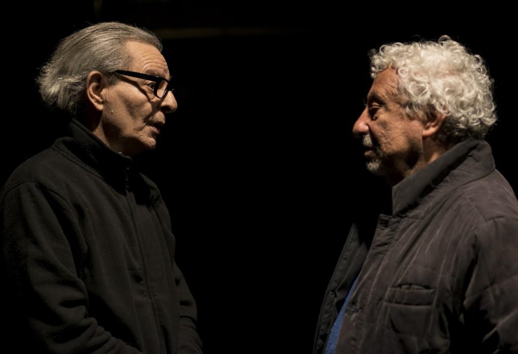 Enzo Moscato e Benedetto Casillo durante le prove di «Ronda degli Ammoniti», in programma al Napoli Teatro Festival Italia (la foto è di Pino Miraglia)