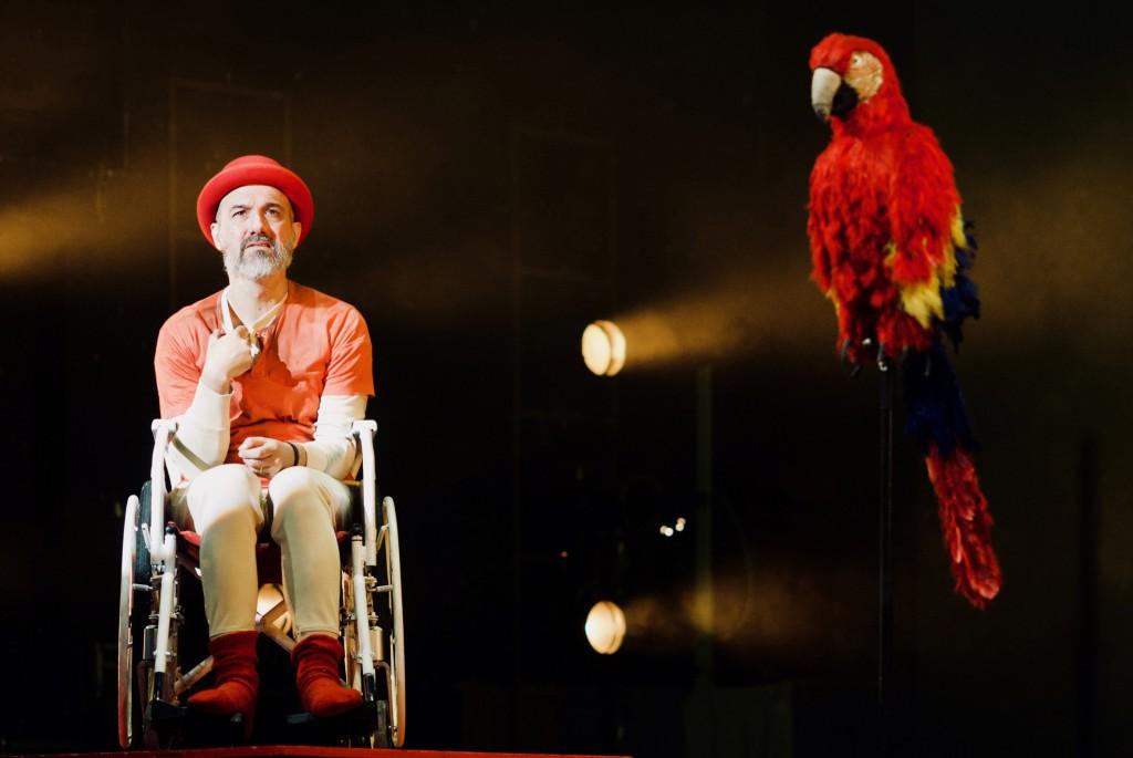 Francesco Manetti in un momento de «L'isola dei pappagalli, con Bonaventura prigioniero degli antropofagi» (le foto che illustrano questo articolo sono di Brunella Giolivo)