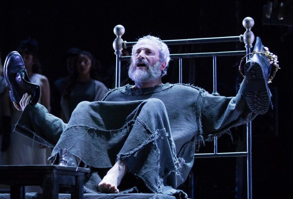 Claudio Di Palma in un momento di «Edipo a Colono» di Ruggero Cappuccio, ancora stasera al Teatro Grande di Pompei (le foto che illustrano questo articolo sono di Ivan Nocera)