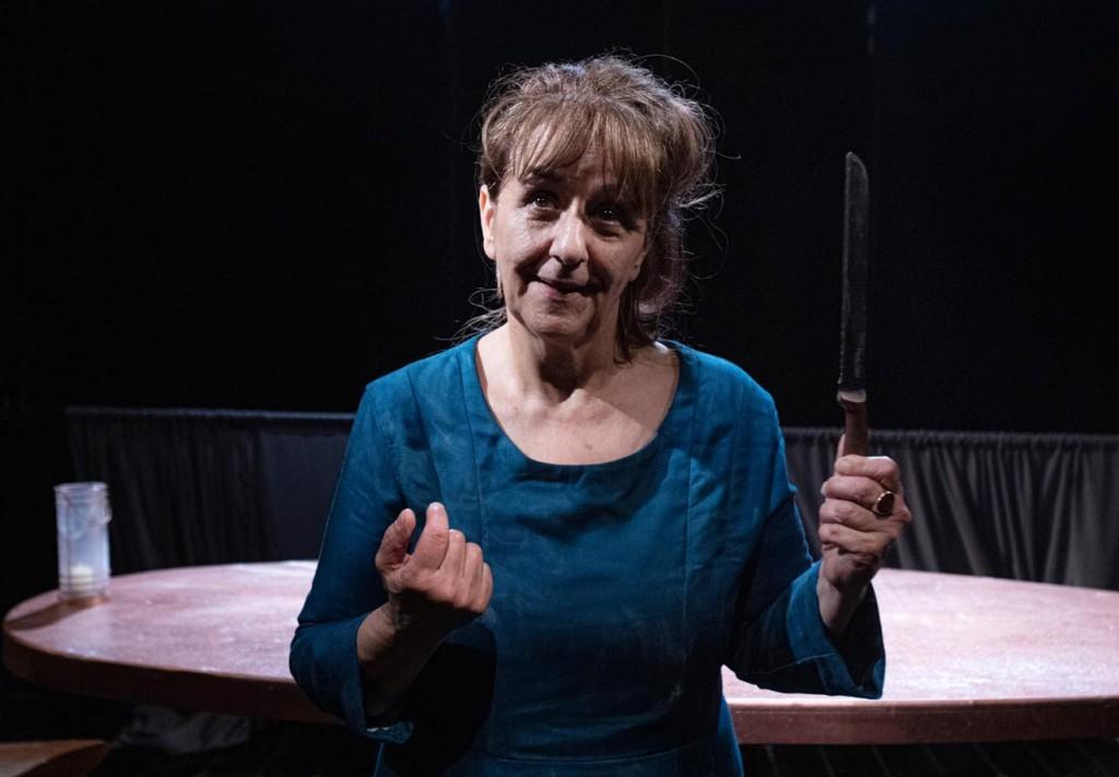 Wanda Marasco in un altro momento dello spettacolo, diretto da Ettore Nigro