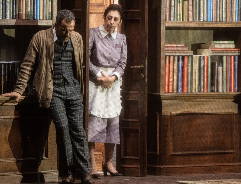 Massimiliano Gallo e Monica Nappo in un momento de «Il silenzio grande» di Maurizio de Giovanni (le foto che illustrano questo articolo sono di Salvatore Pastore)