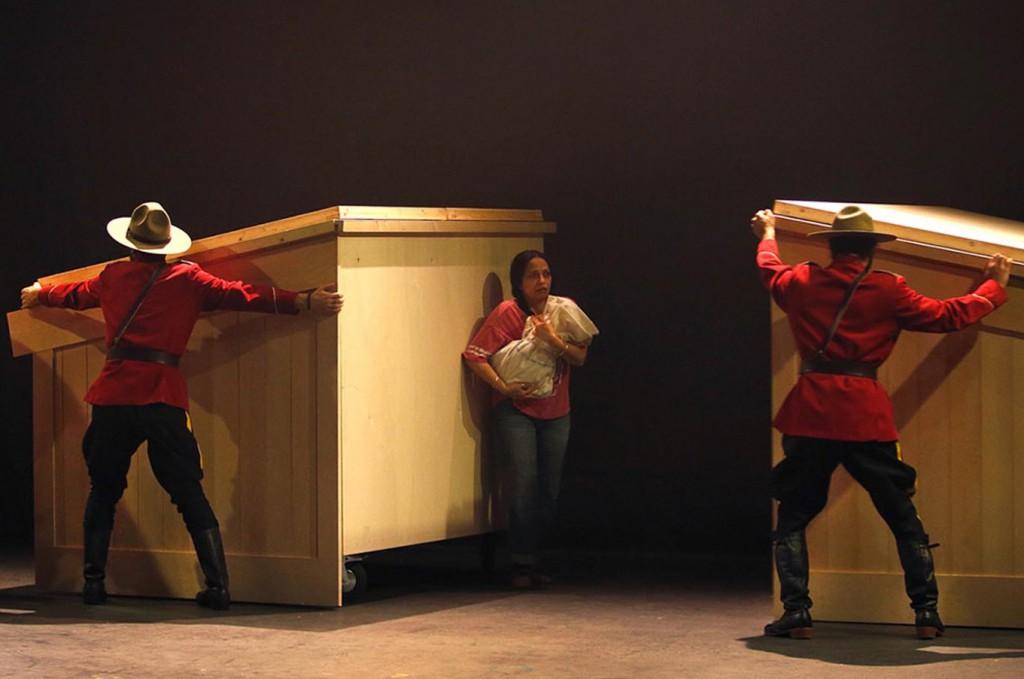 Un momento di «Kanata - Episode I - La controverse» di Robert Lepage, presentato al Politeama (la foto è di Michèle Laurent)