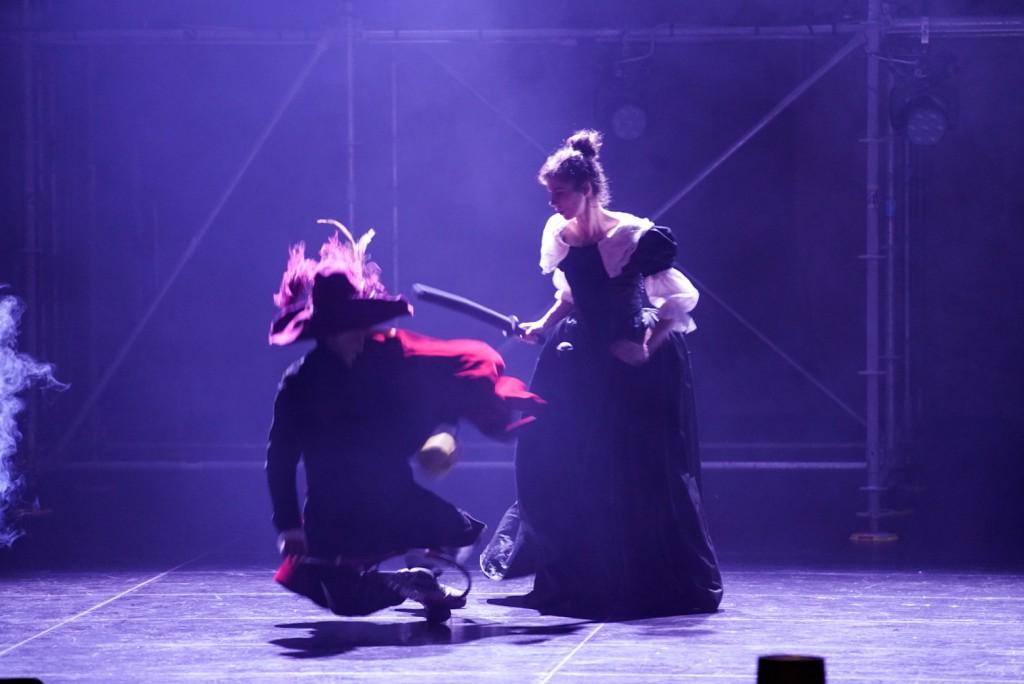 Alessandro Bay  Rossi e Paola Giannini in un momento di «Cirano deve morire», presentato alla Biennale Teatro
