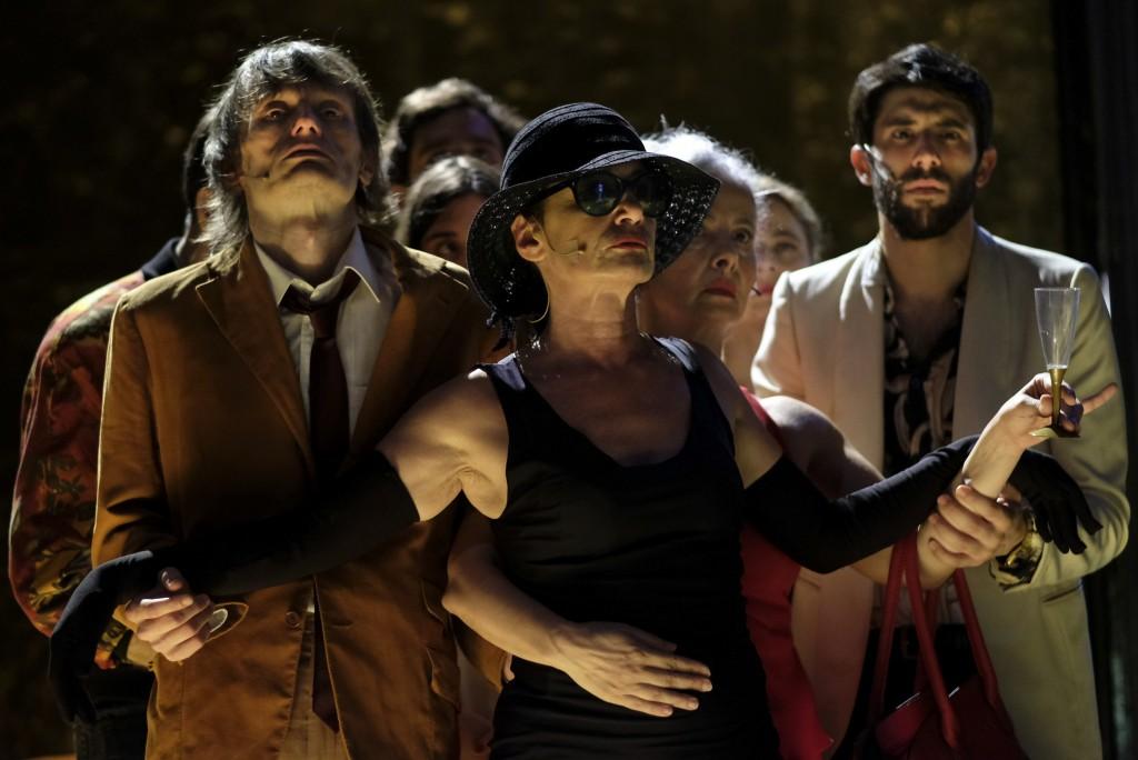 Da sinistra, Michelangelo Dalisi, Alessandra Borgia e Anna Redi in un altro momento dello spettacolo