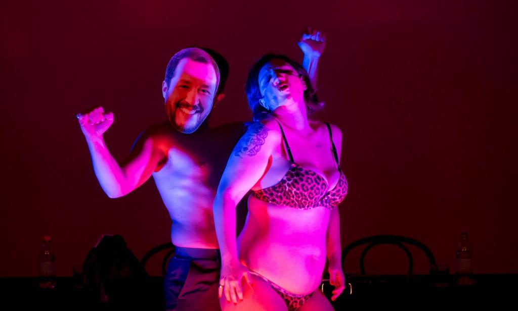 Licia Lanera e Danilo Giuva in un momento di «Lingua erotica», lo studio presentato al Contemporanea Festival (le foto che illustrano questo articolo sono di Ilaria Costanzo)