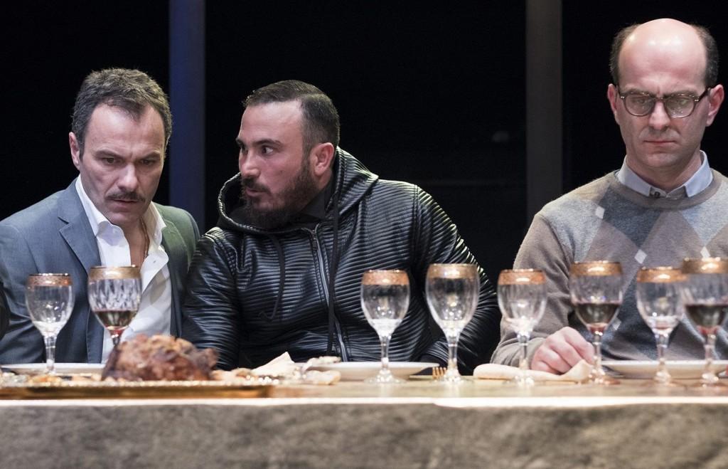 Da sinistra, Massimiliano Gallo, Francesco Di Leva e   Giovanni Ludeno in un momento de «Il sindaco del Rione Sanità» di Martone (la foto è di Mario Spada)