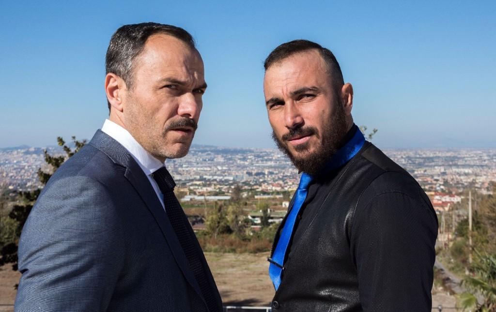 Da sinistra, Massimiliano Gallo, nel ruolo di Arturo Santaniello, e ancora Francesco Di Leva