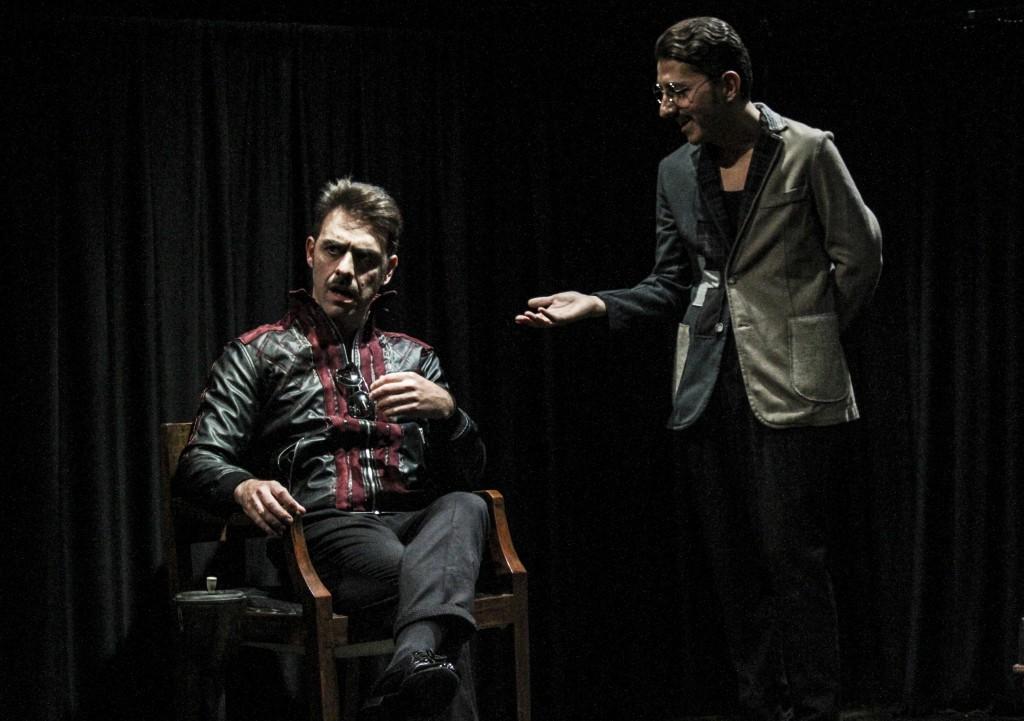 Da sinistra, Giuseppe Gaudino e Adriano Pantaleo in un altro momento dello spettacolo, diretto da Giuseppe Miale Di Mauro