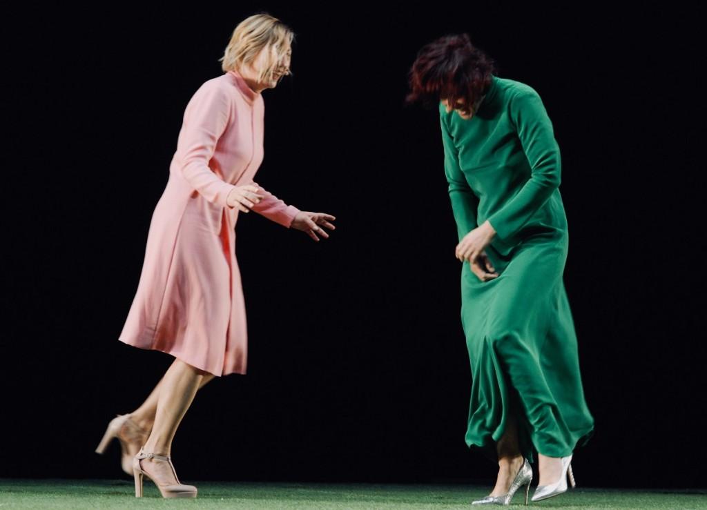 Da sinistra, ancora Elisabetta Valgoi e Candida Nieri in un altro momento dello spettacolo