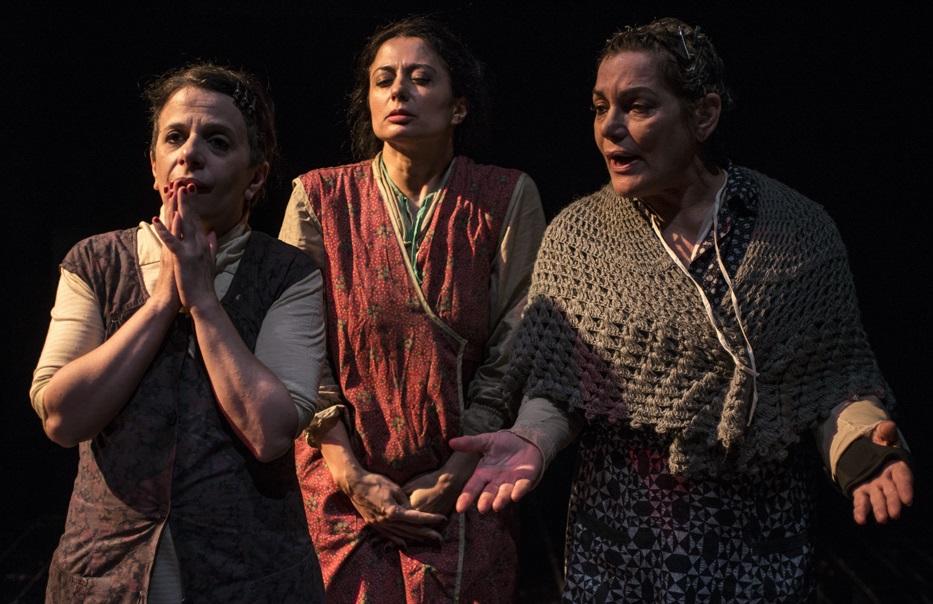 Le tre protagoniste dello spettacolo: da sinistra, Lalla Esposito, Anita Mosca e Cristina Donadio