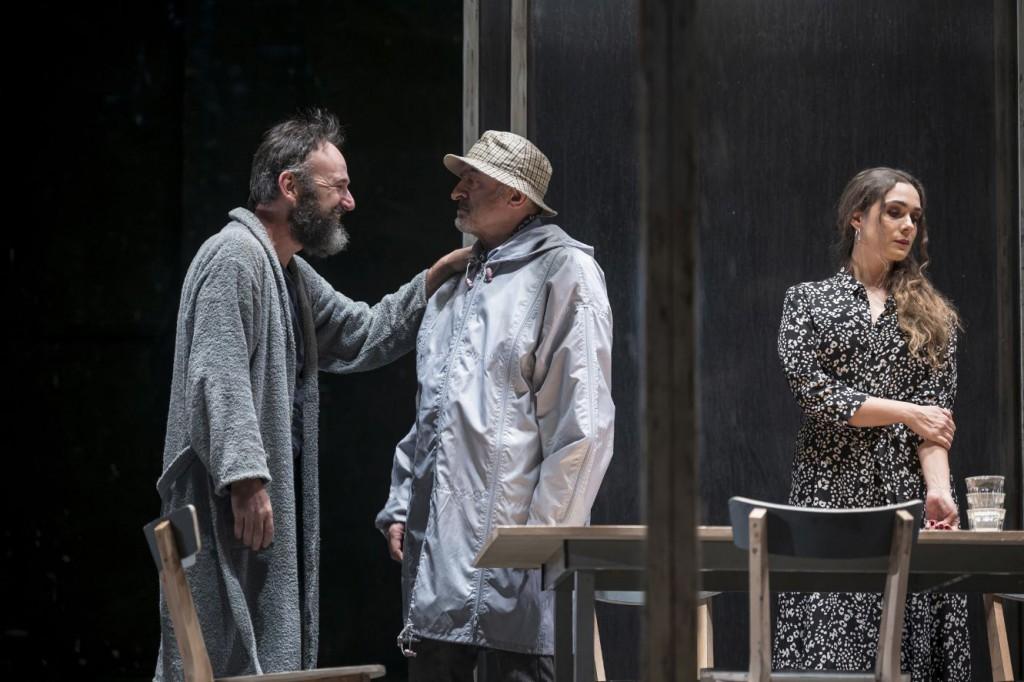 Da sinistra, Paolo Pierobon, Ivano Marescotti e Lucrezia Guidone in un altro momento dello spettacolo