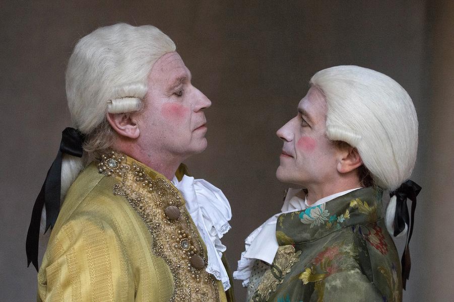 Da sinistra, Geppy e Lorenzo Gleijeses, protagonisti dell'allestimento di «Amadeus» in scena al Diana