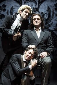 In senso orario, Ciro Masella, Giovanni Franzoni e Riccardo Buffonini in un altro momeno dello spettacolo