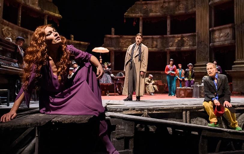 Da sinistra, Federica Di Martino, Clemente Pernarella e Gabriele Lavia in un altro momento dello spettacolo (la foto è di Filippo Manzini)