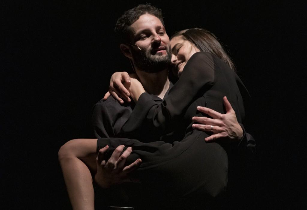 Tindaro Granata ed Elena Rivoltini in un momento di «Macbeth, le cose nascoste», in scena al LAC di Lugano