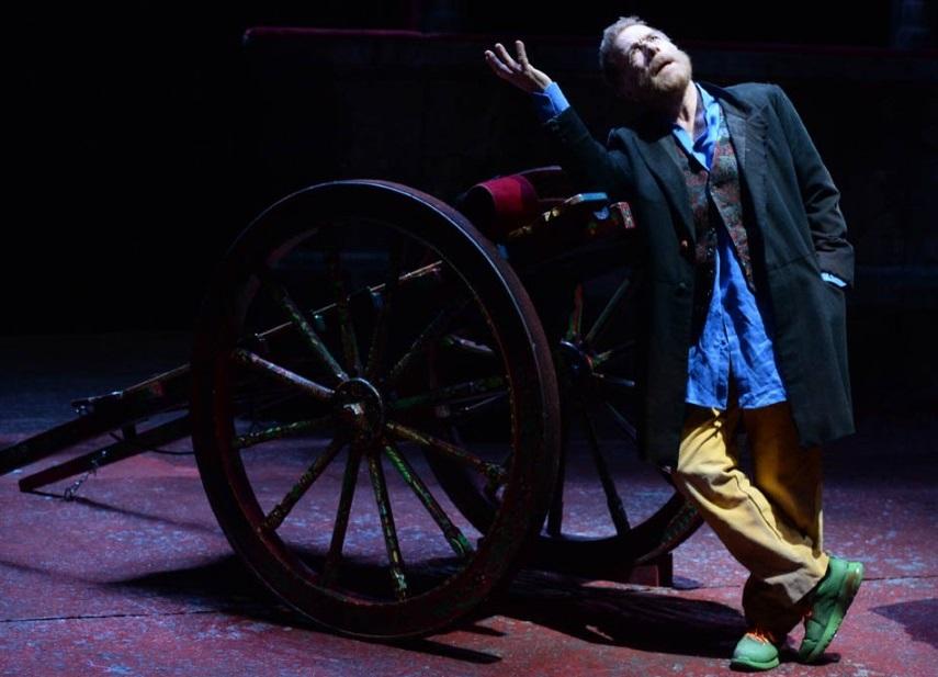 Gabriele Lavia in un momento de «I giganti della montagna», in scena al Mercadante (la foto è di Tommaso Le Pera)
