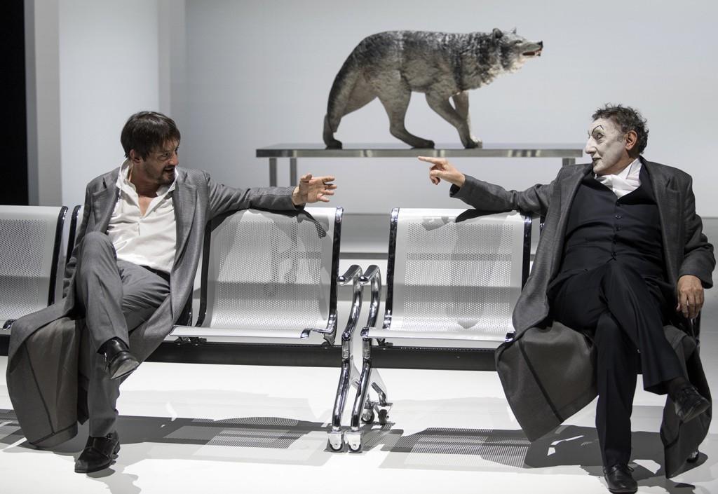 Da sinistra, Marco Foschi e Sandro Lombardi in un momento di «Scene da Faust» (le foto che illustrano questo articolo sono di Luca Manfrini)