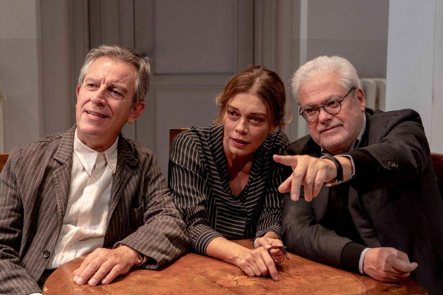 Da sinistra, Gianfelice Imparato, Carolina Rosi e Roberto Andò durante le prove di «Ditegli sempre di sì»