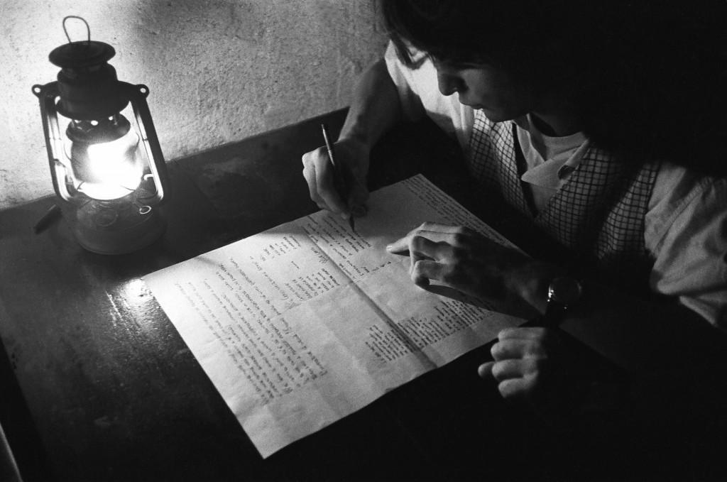 Un momento di «Avventure al di là di Tule» di Mario Martone, dato allo Spazio Libero di Vittorio Lucariello (la foto è di Fabio Donato)